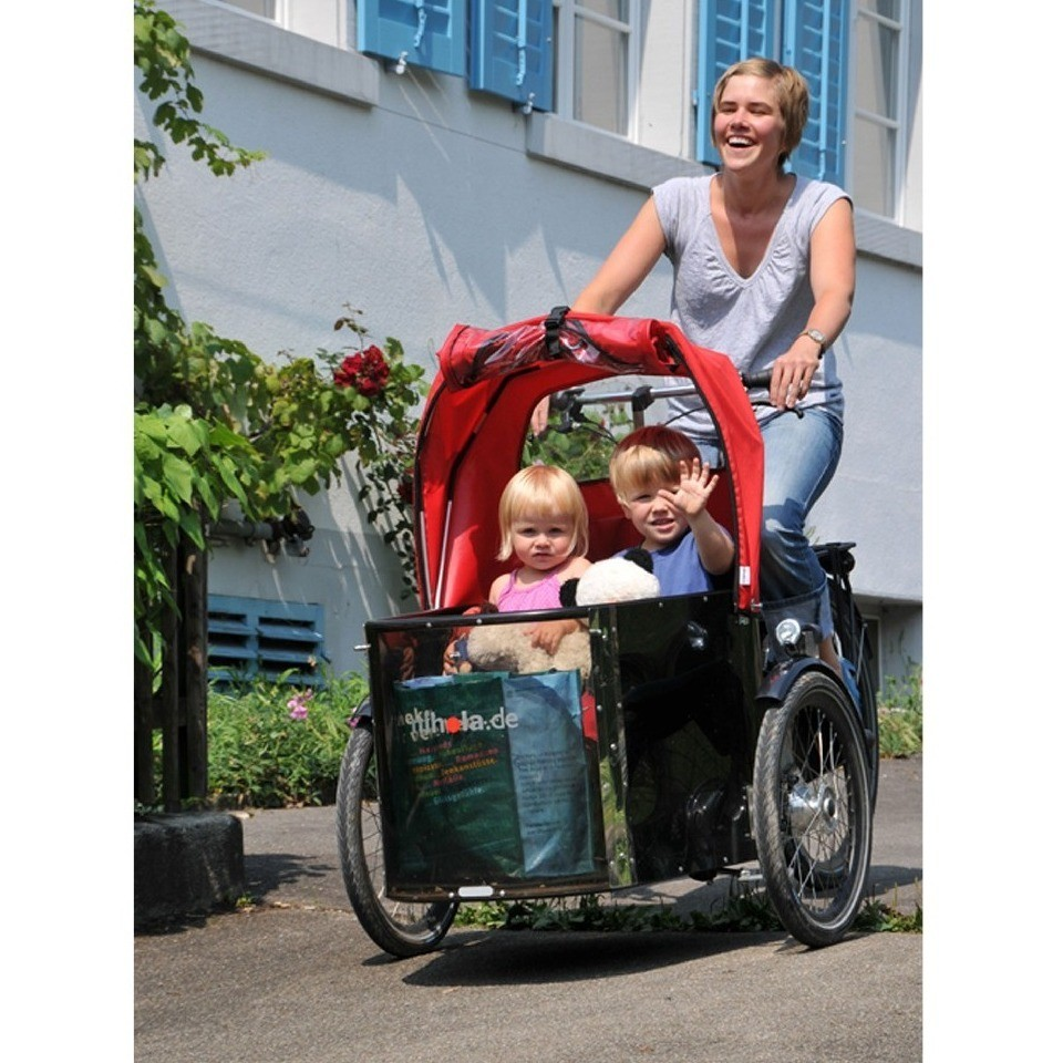 csm_Mother_and_two_children_nihola_Family_01_1787f06619.jpg
