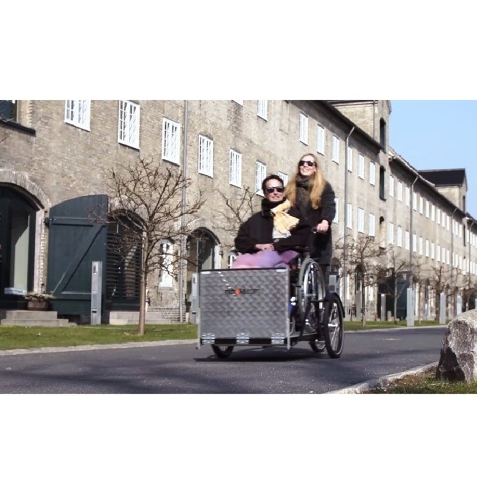 csm_Flex_riding_Copenhagen_bike_3acbfad06d.jpg